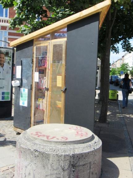 119-community box